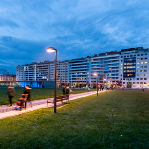 New Metrópoli LED 2200 K lighting in Vuelta del Castillo Park, Pamplona's iconic green area.