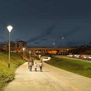 El nuevo alumbrado público LED de ATP ha generado corredores seguros que aprovechan los caminos de las zonas verdes.