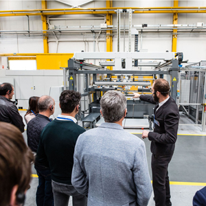 Redrado explains the operation of the laser cutting machine used in the manufacture of the Laminar Heatsink®.