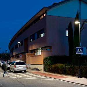 Metrópoli LP LED 3000 K luminaires by ATP Iluminación in one of the streets of Mutilva.
