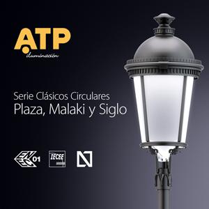 Una luminaria Plaza, de la serie Clásicos Circulares, junto a los emblemas de los certificados ENEC, CB y N.