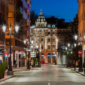 Calle de Argüelles con los nuevos fernandinos Siglo XLA LED de ATP.